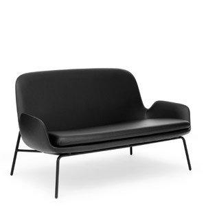 Sofa Era na stalowych czarnych nogach